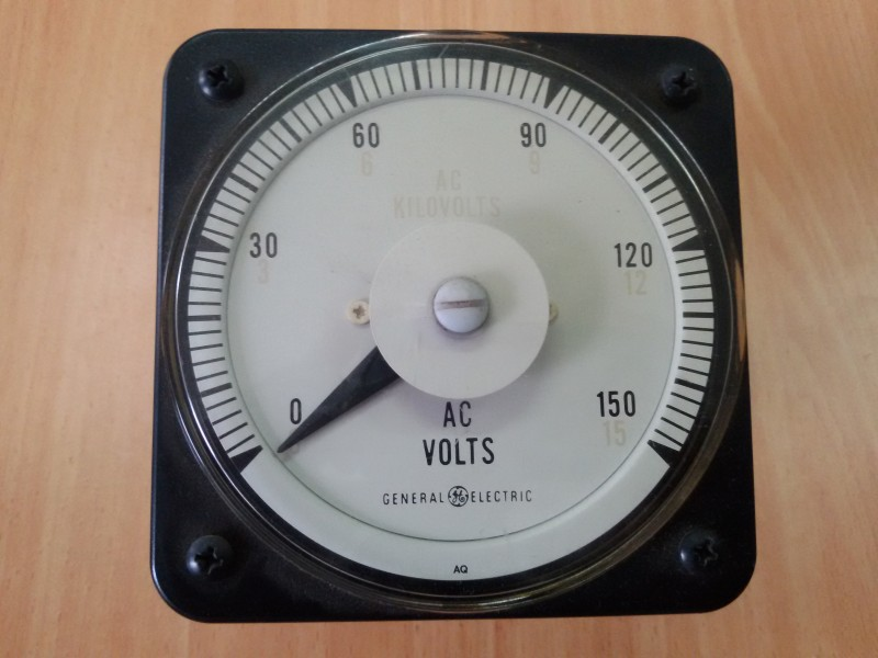 AC VOLTS ANALOG METER